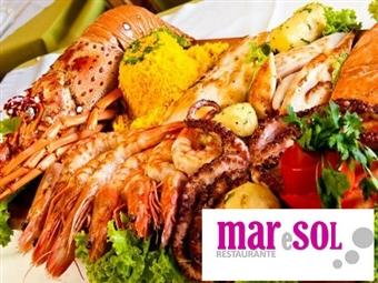 Sesimbra é Peixe! Grelhada Mista de Peixe para 2 Pessoas: Moscatel, Grelhada Mista e Bebidas no Mar e Sol por 25€.