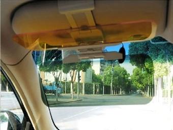 Protetor de Luz Diurno e Noturno para o Carro por 14€. Difunde a luz solar forte e reduz o brilho dos faróis à noite. PORTES INCLUIDOS.