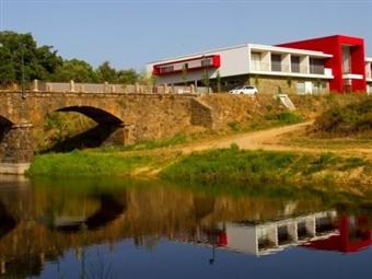 Hotel Santa Margarida 4*: 1 ou 2 Noites com Jantar & SPA junto à Ribeira de Oleiros desde 25€. Em plena comunhão com a Natureza!