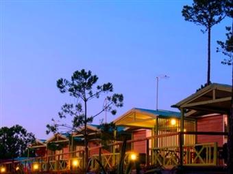 Romance no Vale Paraíso Natur Park na Nazaré: 1 Noite Romântica em Chalet entre o Verde da Natureza e o Azul do Mar por 25€. O romance está no ar!