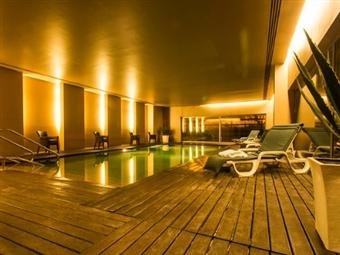 São João da Madeira Business Hotel: 1 ou 2 Noites com Pequeno-almoço e Jantar desde 37,50€. Venha relaxar e aproveite o património cultural.