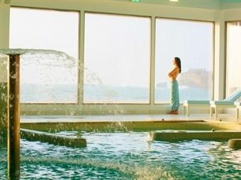 Hotel Miramar Sul 4*: Fuga à Nazaré com Jantar, Piscina & Circuito de Talassoterapia. desde 42€. Conforto, Luxo e Design com Vistas sobre o Mar.