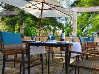 1 ou 2 Noites Únicas na Romântica Vila Histórica de Sintra no Hotel d'Os Maias! Lawrence's 5* desde 39€. Deixe-se seduzir pela Magia de outros Tempos!
