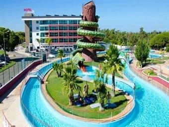AQUASHOW PARK HOTEL 4* com 1 Noite para 2 Pessoas no Algarve, Entrada no Parque Aquático, Piscina Interior, Jacuzzi, Ginásio e mais desde 51.40€.