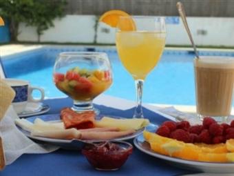 Vicentina Hotel 4*: Estadia em Aljezur com Pequeno-Almoço. O Refúgio Ideal para Namorar e Libertar-se da Rotina por apenas 33€.