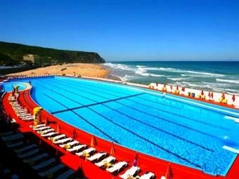 Hotel Arribas na Praia Grande em Sintra: Jante com o Oceano Atlântico como pano de fundo e durma a ouvir apenas o mar desde 42.50€.