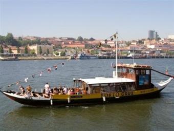 Golden Tulip Porto Gaia Hotel & SPA 4*: 1 Noite fantástica no Porto com Circuito SPA e Cruzeiro das 6 Pontes ou Massagem desde 32.50€.