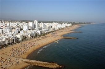 VERÃO na QUARTEIRA: 2, 3, 5 ou 7 Noites nos Apartamentos Torres Mira Praia até 6 Pessoas no Algarve desde 69€. Rume as águas quentes do Sul.