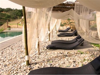 Fuga ao Campo com Jantar no Monte Gois Country House & SPA no coração do Alentejo. 1 ou 2 Noites em Bungalow de Madeira desde 20€. Relaxe!
