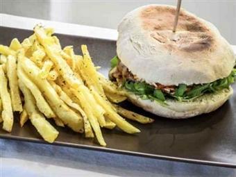 SABORES DA MADEIRA Para Duas Pessoas no AMAR Café Restaurante By Karpediem na Aroeira por 16€. Para se Deliciar Precisa de Tão Pouco!