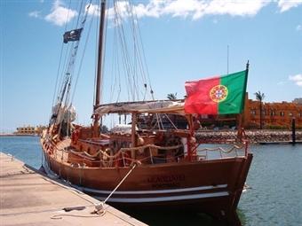TERRA À VISTA! ALBUFEIRA: Passeio de Barco Pirata Capitão Gancho com Foto Lembrança desde 11€. Passeio Aventureiro!