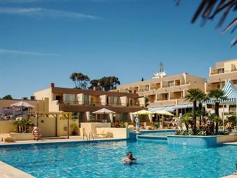 Hotel Baía Cristal 4*: PÁSCOA com TUDO INCLUÍDO e uma CRIANÇA GRÁTIS por 195€. Junte a família e rume ao Sul.