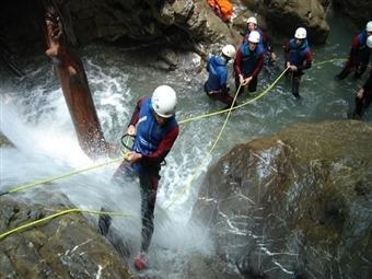 Canyoning: Actividade no Rio em Lousã, Mortágua ou Arouca desde 29€. Aproveite o Desporto e Aventure-se por Portugal.