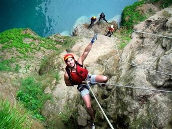 Circuito de Rappel na Arrábida para 1 ou 2 pessoas desde 29.90€. Adrenalina Montanha acima!