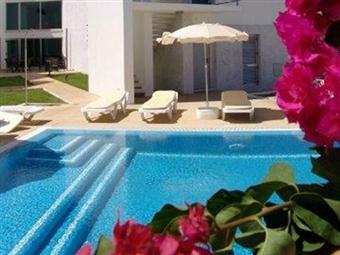 Especial Fim de Semana no ALGARVE! 2 Noites no Hotel S. Sebastião de Boliqueime em Loulé. Comece já a bronzear-se com o Sol Algarvio por 49.50€.