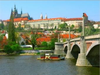 PRAGA: 5 Dias na Cidade Dourada construída nas margens do Rio Moldava com Hotel, Voo de Lisboa ou Porto, Transferes e Actividades por 489€.