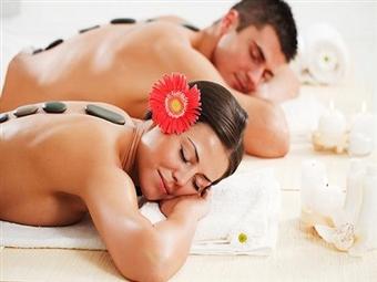 Massagem Casal SWEET LOVE com Óleos Essenciais desde 29.90€ na Fisiomassagens em Lisboa. Uma experiência inesquecível numa terapia envolvente.