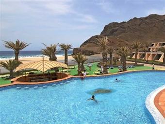 Hotel Foya Branca 4*: 3 ou 6 Noites de Verão com Pensão Completa na Ilha de S. Vicente desde 395€. Delicie-se com as águas e cultura de Cabo Verde.