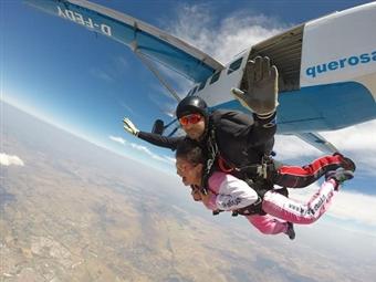 Realize o sonho de saltar de Páraquedas dando um SALTO TANDEM em Évora por 115.20€. Para quem gosta de adrenalina!