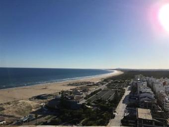 HOTEL NAVEGADORES: Até 7 Noites com Meia-Pensão ou Pensão Completa e CRIANÇA GRÁTIS a 500m da Praia de Monte Gordo desde 98€.