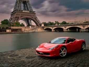 Conduza um FERRARI ou LAMBORGHINI pelas ruas de PARIS: 4 Dias com Voos, Hotel, Transferes, Pequeno-Almoço e Emoções Fortes na Cidade Luz por 649€.