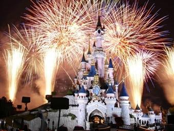 ESPECIAL RÉVEILLON DISNEYLAND PARIS: 2, 3 ou 4 Noites com AVIÃO, TRANSFERES, ALOJAMENTO, ENTRADAS e FESTA ESPECIAL desde 740€. Viagem de Sonho.