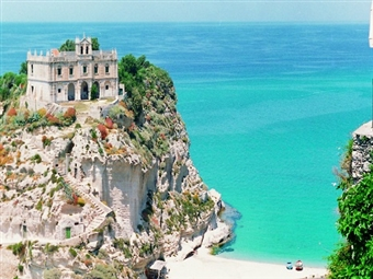 TROPEA: TUDO INCLUÍDO no SUL DE ITÁLIA. 8 Dias em Hotel 4* com Voos de Lisboa ou Porto. Conheça a Pérola do Tirreno desde 1069€. VEJA O VIDEO.