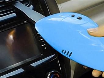 Mini Aspirador Portátil com Ligação ao Isqueiro do Carro e 2 Cores à Escolha por 12.50€. Ideal para manter o seu carro limpo! PORTES INCLUÍDOS.