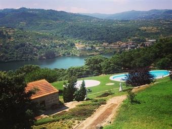 Douro Palace Hotel Resort & Spa 4*: 2 Noites com Meia-Pensão, Massagem e Hidromassagem por 221.50€. Relaxe a contemplar as margens e águas do Douro.