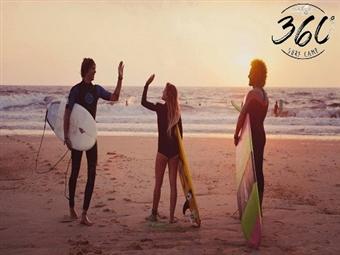 5 AULAS de Surf na Praia de Santa Cruz com a SurfCamp 360º por 123€. Para si e para os seus amigos.