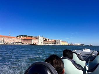 Conheça Lisboa a partir do Rio Tejo: Tour Monumentos em Barco Semi-Rígido por 15€. Veja o Video e apaixone-se!