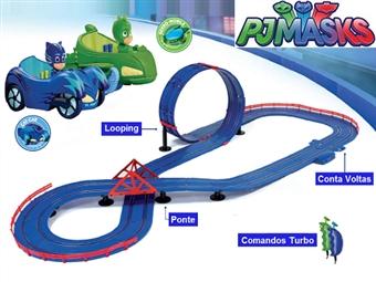 Circuito de Corridas Superloop de PJ Masks por 63€. Pista com looping, ponte e conta voltas para uma competição cheia de emoção! PORTES INCLUÍDOS.