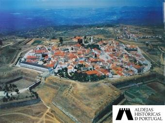 Hotel Fortaleza de Almeida 4*: 2 Noites em Almeida, Aldeia Histórica de Portugal com Pequeno-almoço e Visitas por 45€. Uma viagem no tempo.