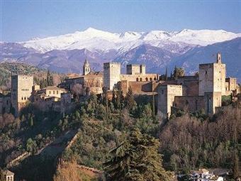 Hotel Urban Dream Nevada 3*: 2 Noites com Pequeno-Almoço e Visita Turística por Granada desde 64€. Visite a cidade, Aprecie a Serra e Brinque na Neve.