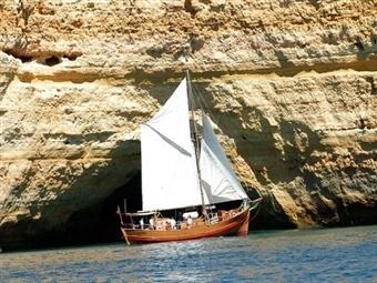 TERRA À VISTA! ALBUFEIRA: Passeio de Barco Pirata Capitão Gancho com Foto Lembrança desde 11.50€. Passeio Aventureiro!
