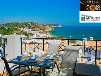 The View Santo António Villas, Golf & Spa: 3 Noites em Villas para 4 ou 6 Pessoas desde 535€ na Praia da Salema com Jantar de Réveillon e Animação.