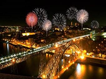 CRUZEIRO de RÉVEILLON no RIO DOURO com Jantar com Bebidas, Música com DJ, Buffet de Ano Novo e Estadia de 1 Noite em Hotel 4* no Porto por 159€.