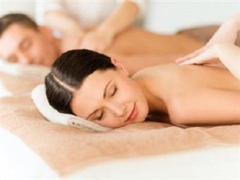 Massagem Casal SWEET LOVE com Óleos Essenciais desde 34.90€ na Fisiomassagens em Lisboa. Uma experiência inesquecível numa terapia envolvente.