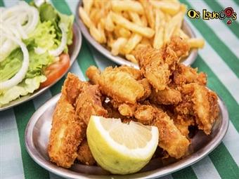 Vários PETISCOS com SANGRIA para 2 Pessoas no Restaurante Os Loucos na COSTA DA CAPARICA por 17€. Ideal para qualquer altura do dia!