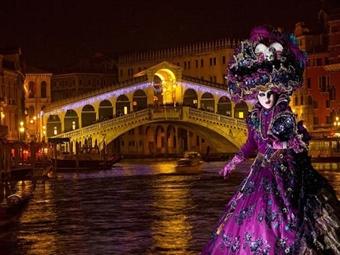 VENEZA - Especial Carnaval: 4 Noites no Hotel Príncipe 4* com Pequeno-Almoço, Voo TAP de Lisboa e Transferes por 680€. Um evento inesquecível.