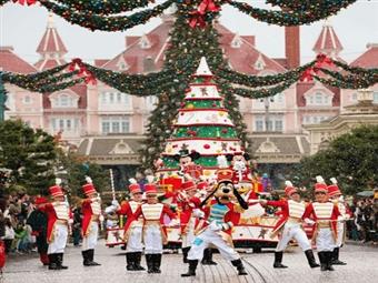 DISNEYLAND PARIS 25 ANOS: 2 Noites com Pequeno-Almoço no Hotel Kyriad Disneyland Paris 3* e Entradas nos Parques Disney desde 365€. CRIANÇA GRÁTIS.
