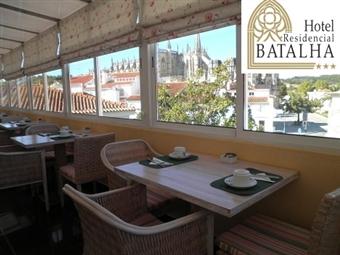 Hotel Residencial Batalha: Estadia com Pequeno-Almoço no Centro da Vila por 21€. Faça uma Escapada com História e Romance.
