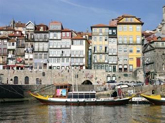 Escapada Romântica no Porto. 2 Noites no Hotel Park Aeroporto com Welcome Drink, Pequeno-almoço, Jantar e Visita ao Recinto da Boeira por 84€.
