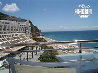 Sesimbra Hotel & Spa 4*: Estadia com Pequeno-almoço, Tratamento Vip, Jantar com Bebidas e Spa desde 77€. Comemore uma data especial junto ao mar.