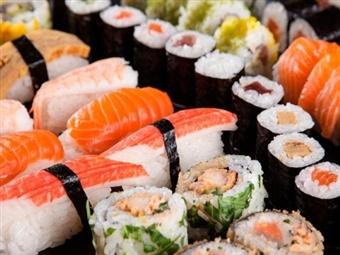 30 Peças Combinadas de Sushi e Sashimi, Sopa Miso e Hot Roll Especial para 2 Pessoas no Restaurante KOI SUSHI no Saldanha por 26.80€.
