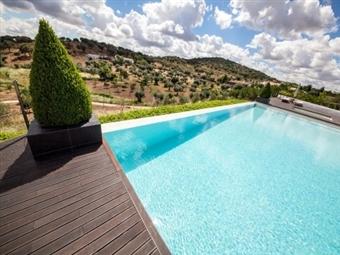 MONSARAZ: Hotel Rural Horta da Moura 4* = 1 ou 2 Noites com programa de Degustação ou Romântico desde 74€.