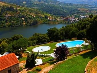 Douro Palace Hotel Resort & Spa 4*: Estadia com Welcome Drink e opção de Meia Pensão desde 53€. Uma experiência única de conforto e elegância!