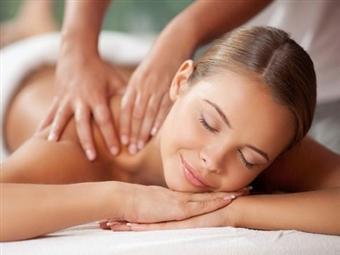 MALO Clinic Beauty Care | Massagem Terapêutica ou Desportiva - 50 ou 90 Min. | Lisboa desde 35.99€!