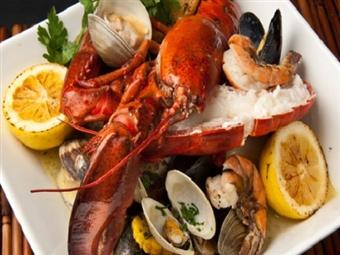 SABOROSA MARISCADA com 2 LAGOSTAS Para Partilhar Com Quem Mais Gosta no Restaurante Garphus, em Lisboa por 45€!
