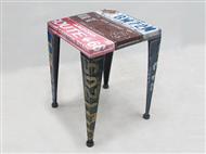 Mesa de Apoio ou Banco feito de Chapas Metálicas de Matrículas. Estilo Vintage.